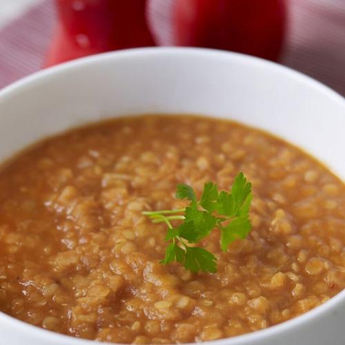 Kryddad soppa med röda linser och tomat